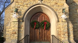 Lake of the Isles Front Door Decor During Advent